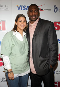 "black athletes dating white Despite obvious problems with such a ""victim-blaming"" defense, haynesworth's remarks touch upon a sensitive topic: interracial dating and black athletes dating white women this really came to the fore nationally at the height of the kardashians' fame, when two of famous sisters were dating black athletes."