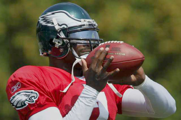 Vick Makes His Eagles Debut In Philly Tonight
